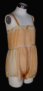 jeune blonde sodomisee petites culottes sous les jupes